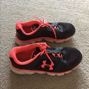 Women's Under Armour running/workout shoes